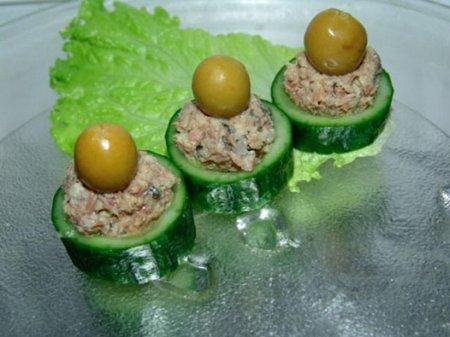 Рецепт Огурцы фаршированные печенью трески