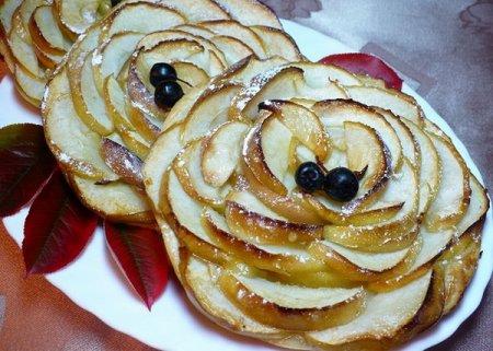 Яблочные тарталетки со слоеным тестом