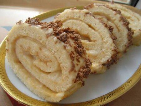 Рецепт Рулет со сгущенным молоком и орехами
