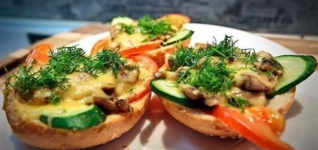 Рецепт Горячие бутерброды с овощами и грибами