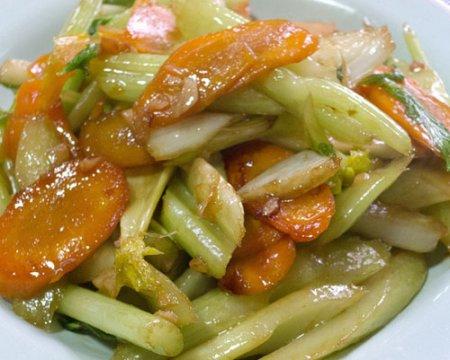 Салат с сельдереем и морковью по-китайски