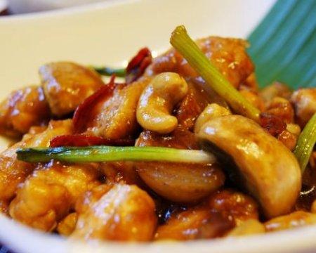 Курица жареная с орехами кешью по тайски