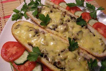 Рецепт Багет, запеченный с грибами и сыром
