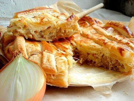 Рецепт Луковый пирог из слоеного теста