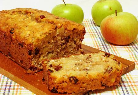 Рецепт Яблочный кекс с орехами и изюмом