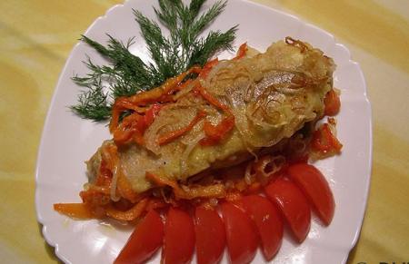 Рыба Аргентина, жаренная с луком и болгарским перцем