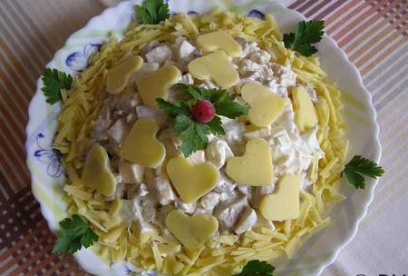 Рецепт Салат с консервированными белыми грибами