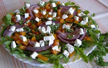 Рецепт Салат с рукколой, болгарским перцем и сыром Фета
