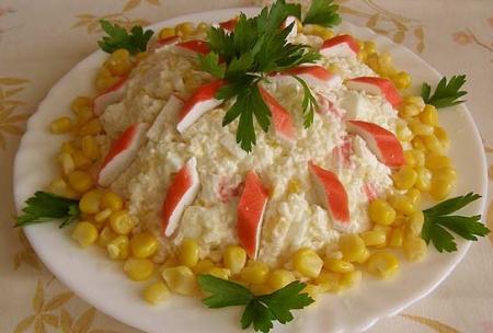 Рецепт Салат из риса и крабовых палочек