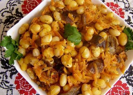 Рецепт Салат с фасолью, опятами и морковью