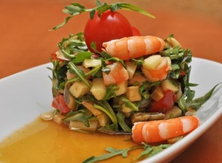 Рецепт Салат из авокадо, руколы, яблока и креветок