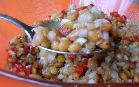 Салат из чечевицы с треской