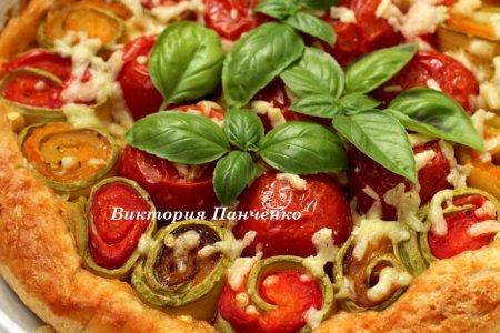 Пирог-перевертыш с овощными рулетиками