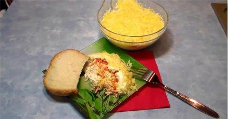 Рецепт Салат с куриной грудкой и сыром