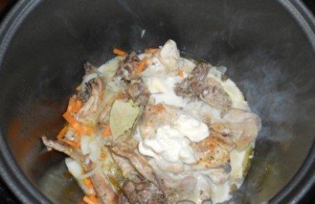 Курица в мультиварке в сметанном соусе