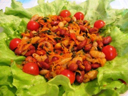 Красная тушеная фасоль с овощами