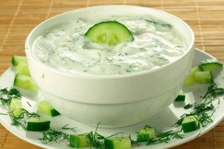 Соус из огурцов с зеленью и чесноком