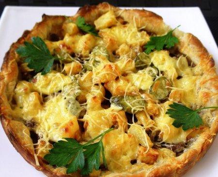 Слоёный пирог с картошкой, фаршем, сыром