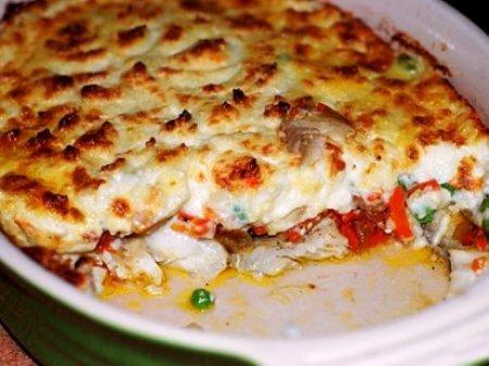 запеченный картофель с сыром и сосисками в духовке