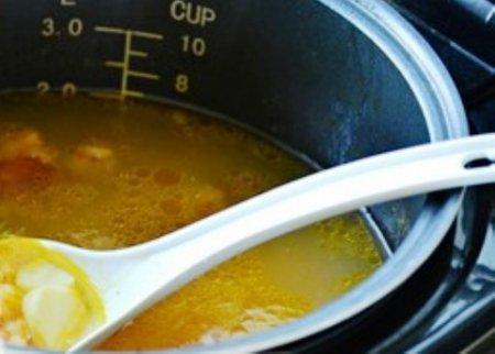 Гороховый суп с копчёными рёбрышками в мультиварке.