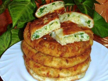 Сырные лепёшки с зелёным луком.