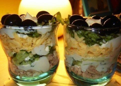 Салат коктейль с курицей и сыром