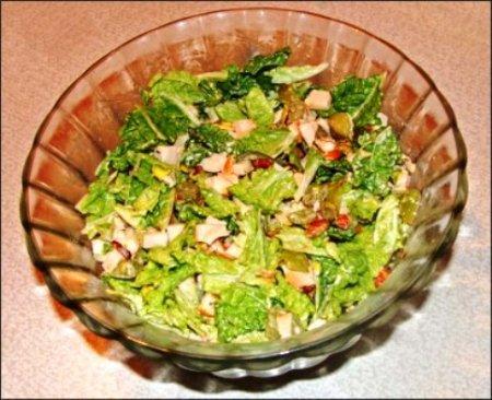 Салат из копченой курицы и винограда