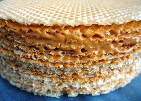 Вафельный торт из коржей с вареной сгущенкой