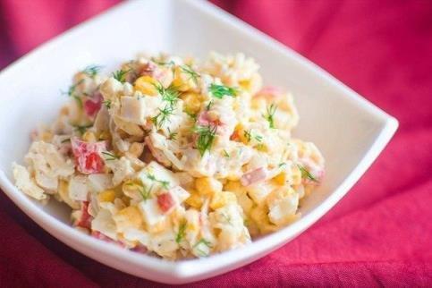 класический салат с крабовыми палочками