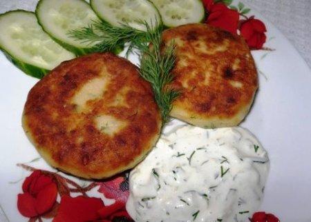 Котлеты из картофеля, сыра и укропа с грибами