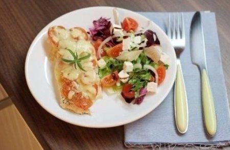 рецепт запеченные пельмени с сыром и помидорами в духовке