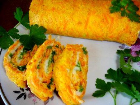 Морковный рулет с сыром и зеленью .