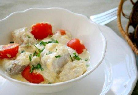 Треска запечённая с сыром и помидорами