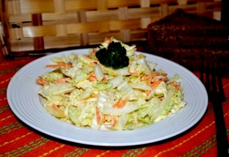Салат из пекинской капусты и копченого сыра