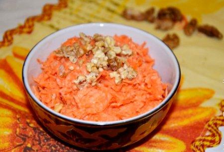Салат из моркови с йогуртом и медом