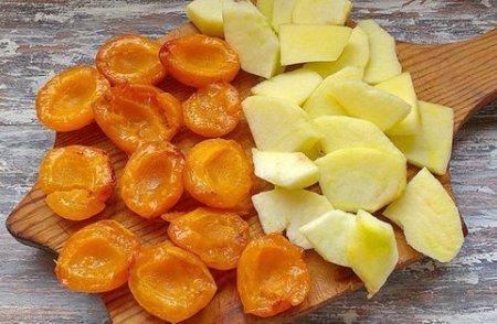 Абрикосовый пирог на яблочной подушке