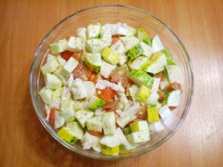 Тушеные овощи кусочками.