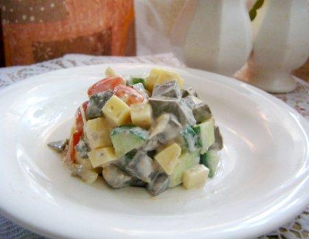 Салат из печени и свежих овощей