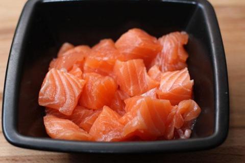 Салат со шпинатом и лососем