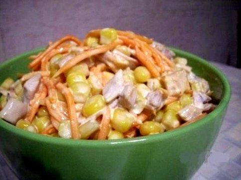 Салат с курицей морковью по-корейски кукурузой