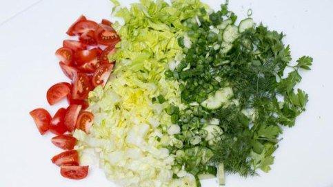 Салат с тунцом и овощами.