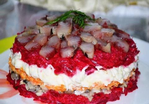 Салат с грибами и свеклой