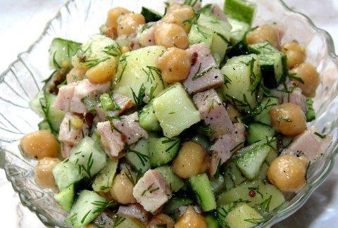 Картофельный салат с бужениной и нутом