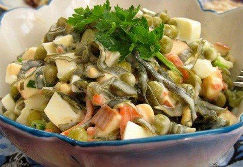 Салат с морской капустой.