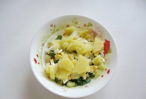 Салат с помидором и картофелем