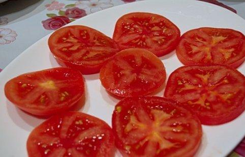 Легкая закуска из помидор с брынзой