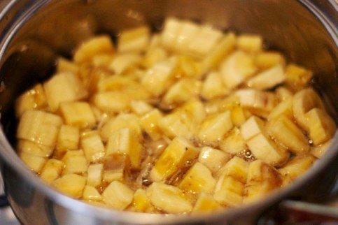 Банановые бурфи с орехами, курагой и изюмом