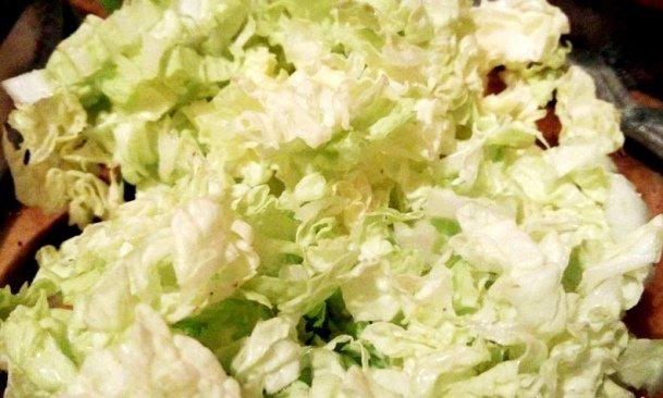 Простой салат из пекинской капусты и яиц ♨