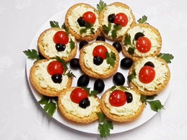 Закуска с сыром «Божьи коровки» в тарталетках