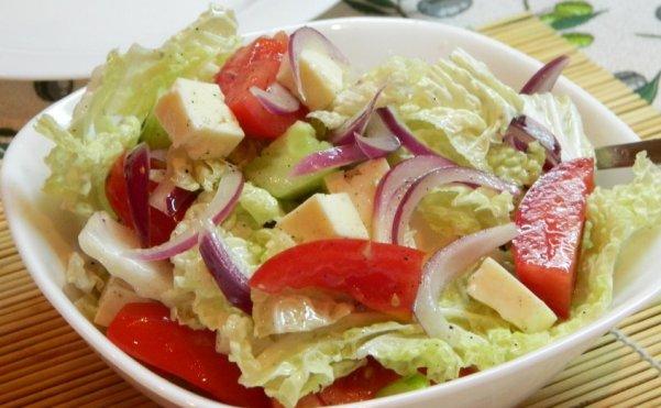 Салат из пекинской капусты и брынзы